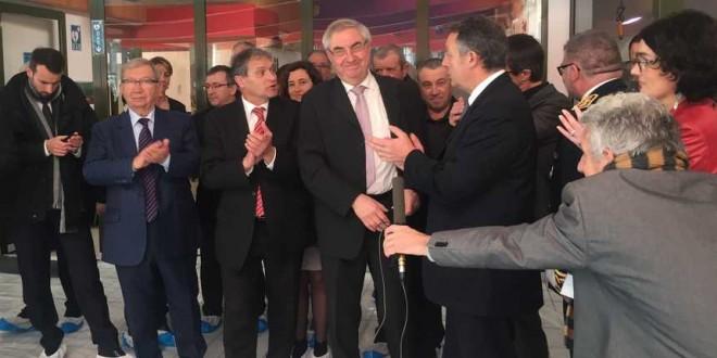 Le secrétaire d'Etat aux sports Thierry Braillard en visite à la piscine de Nontron