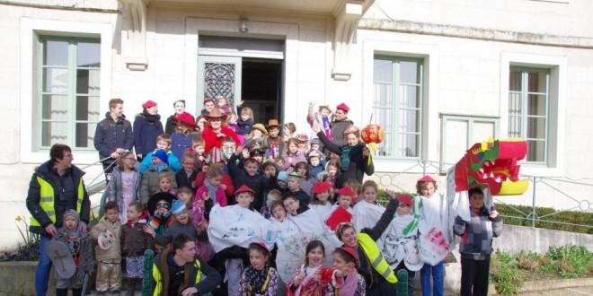 Carnaval coloré dans les rues de la commune