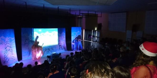 un spectacle de Noel pour les enfants des centres de loisirs